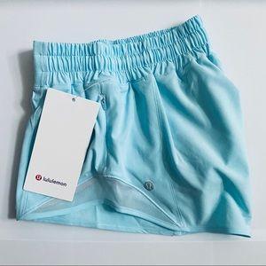 """Lululemon Hotty Hot Shorts 2.5"""" Size 6 💎"""